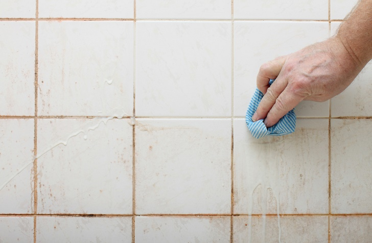How to Clean Bathroom Walls