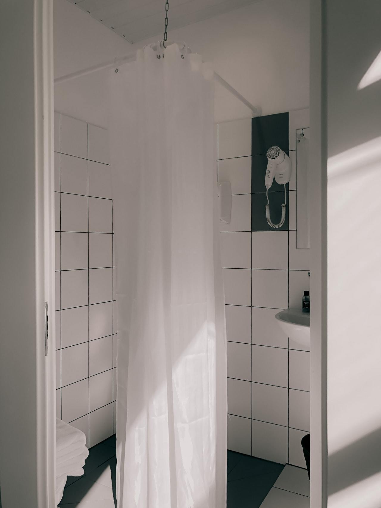 how to choose best shower curtain for walk in shower